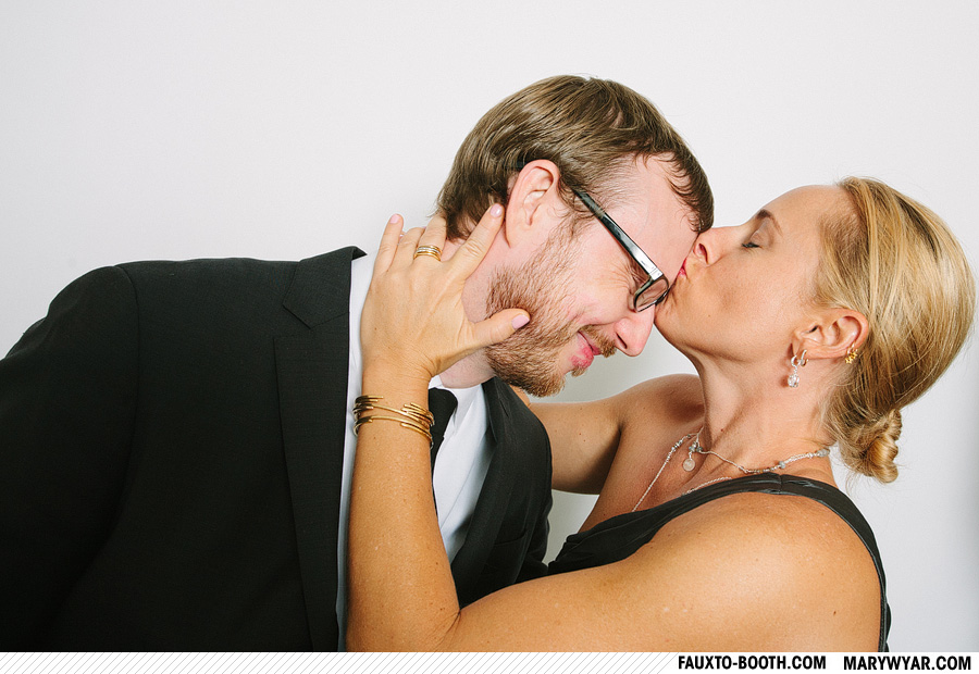 JuliusWhitehead-toledo-wedding-photographer-photobooth-Fauxto-Booth-09.jpg