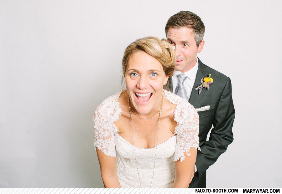 JuliusWhitehead-toledo-wedding-photographer-photobooth-Fauxto-Booth-13.jpg