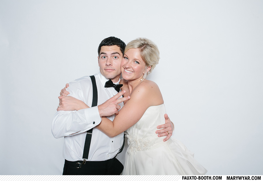 Stark-Toledo-wedding-photographer-photobooth-Fauxto-Booth-33.jpg