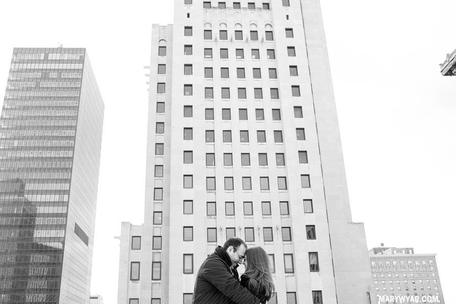 katiedanny-toledo-wedding-photographer-downtown-toledo-engagement-01.jpg
