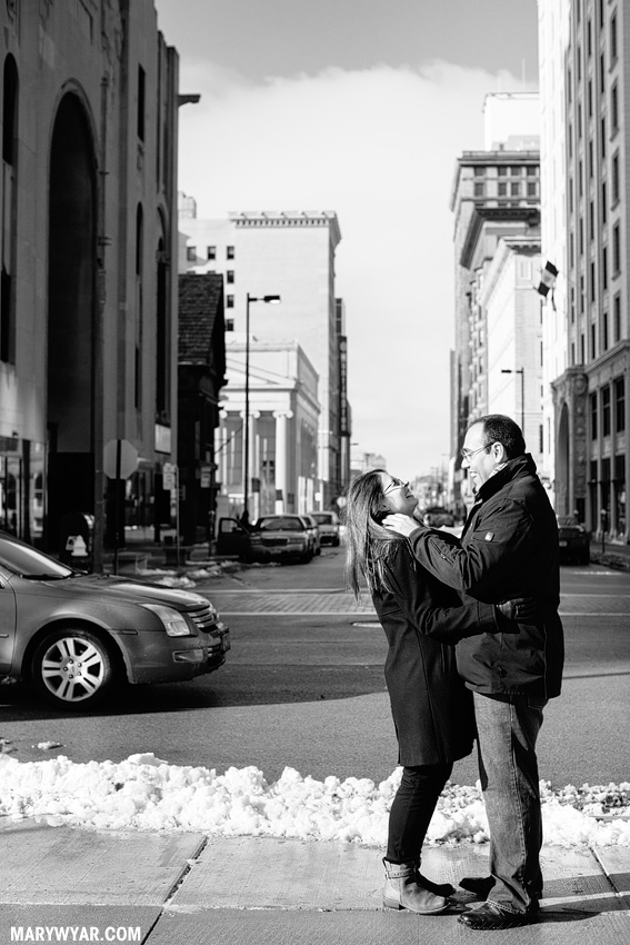 katiedanny-toledo-wedding-photographer-downtown-toledo-engagement-12.jpg