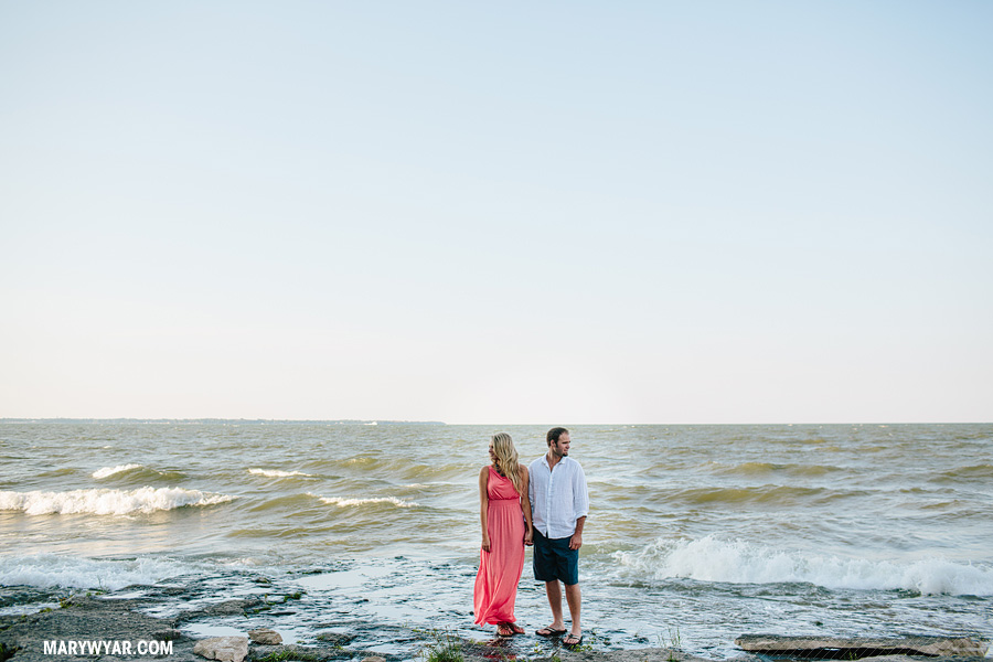JaclynnJustin-toledo-wedding-photographer-port-clinton-engagement-24.jpg
