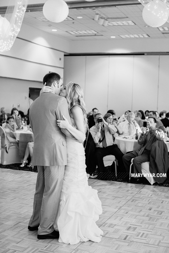 JaclynnJustinToledo-Wedding-Photographer-Maumee-Bay-Resort-45.jpg