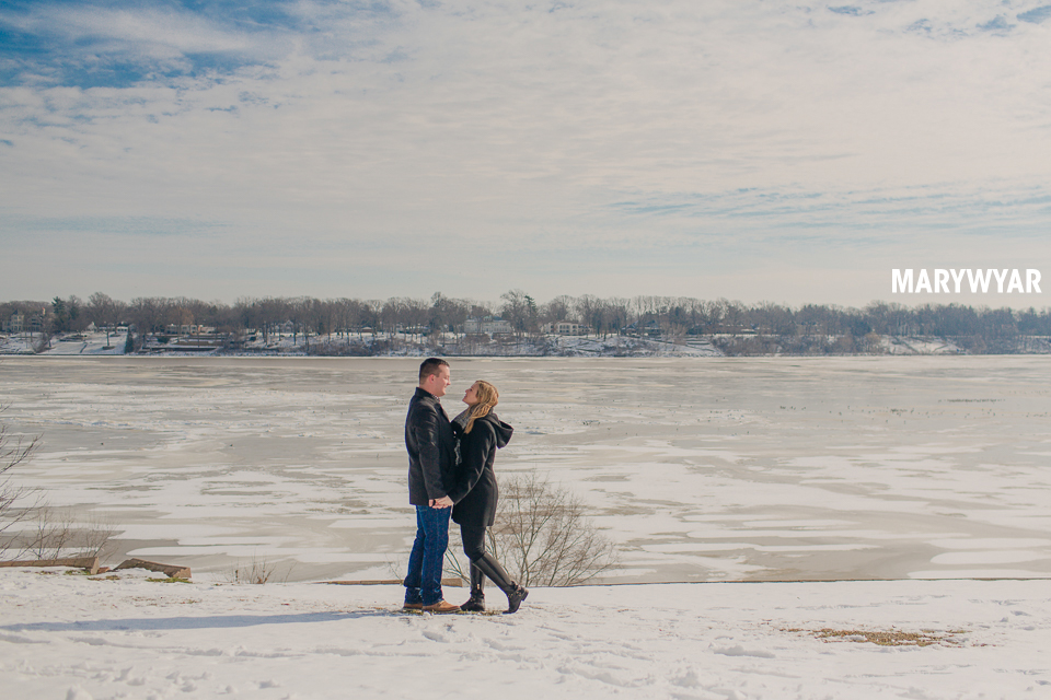 Toledo-Winter-Engagement-Photos-LaurenBrodie-02