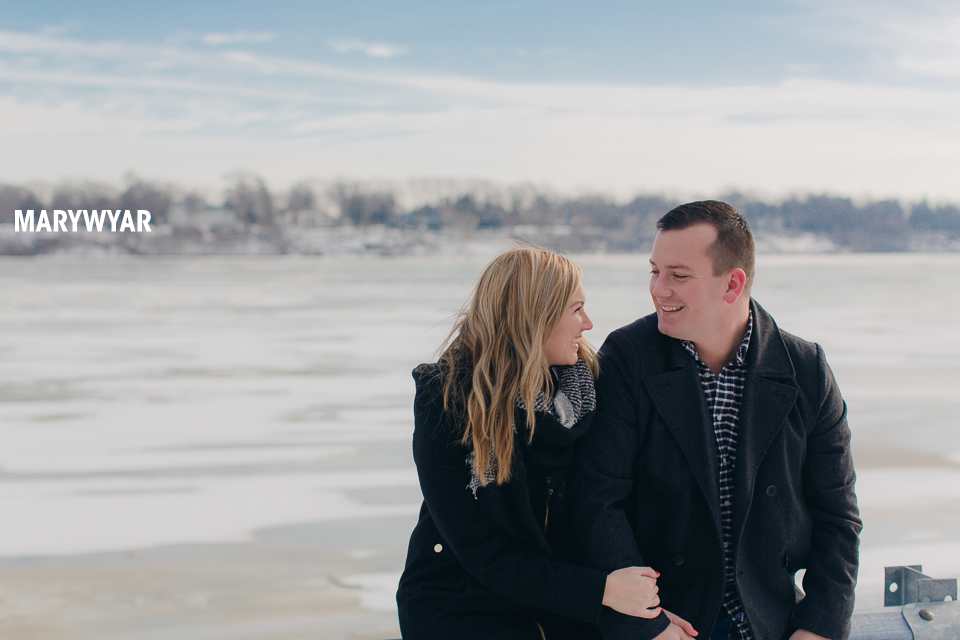 Toledo-Winter-Engagement-Photos-LaurenBrodie-08