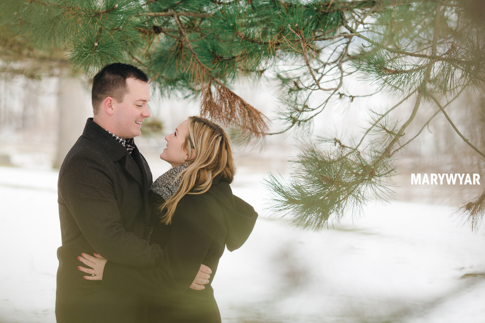 Toledo-Winter-Engagement-Photos-LaurenBrodie-10