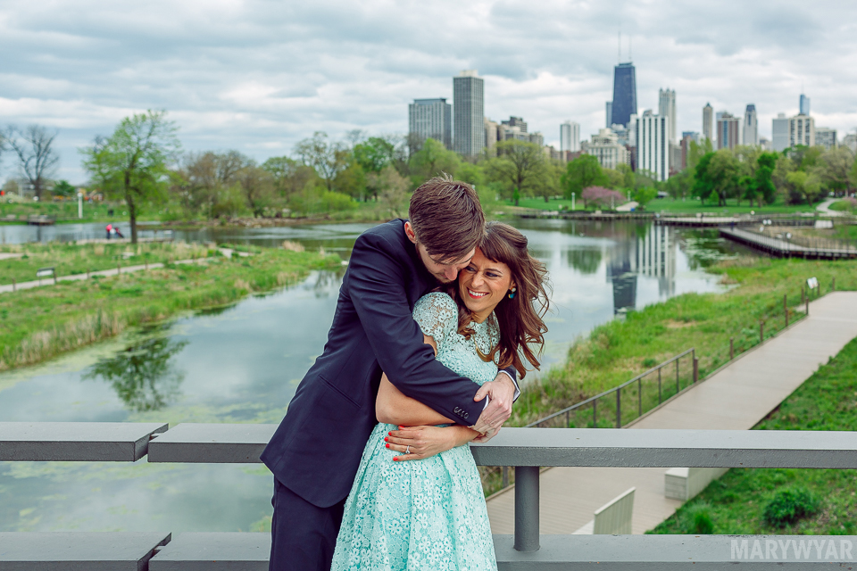 Chicago-Lincoln-Park-Zoo-Pond-Pavilion-Engagement-Photos-02
