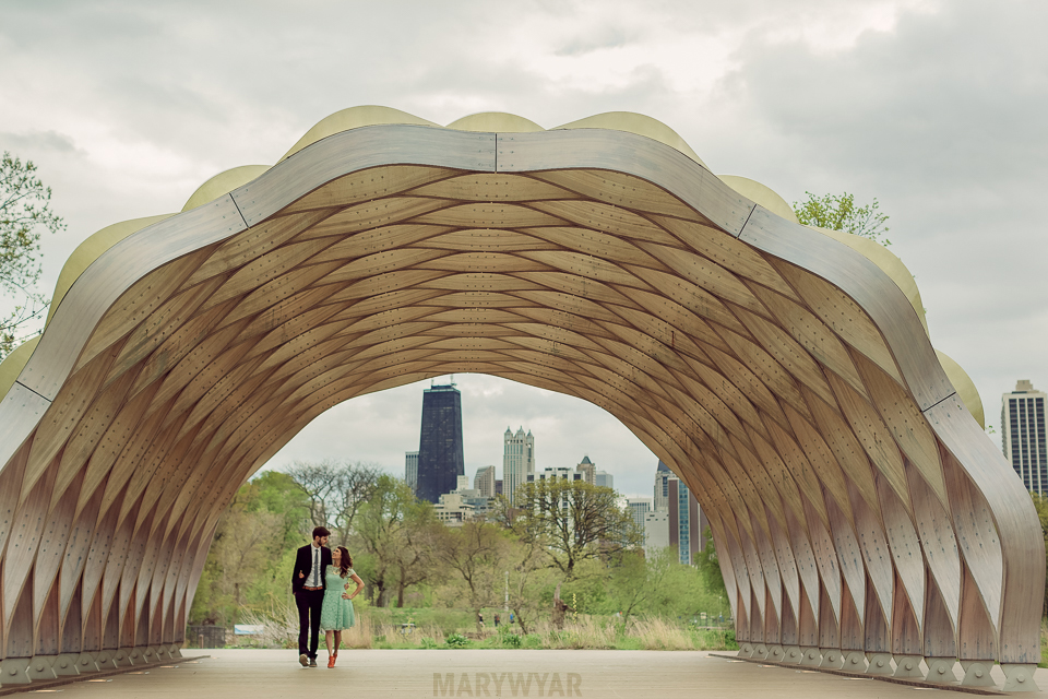Chicago-Lincoln-Park-Zoo-Pond-Pavilion-Engagement-Photos-04