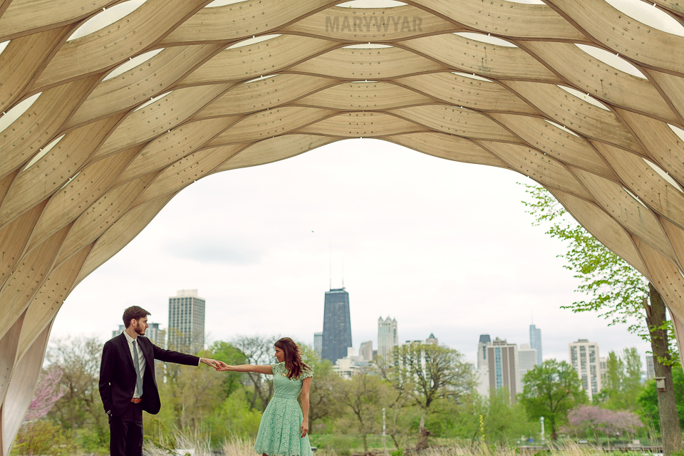 Chicago-Lincoln-Park-Zoo-Pond-Pavilion-Engagement-Photos-06