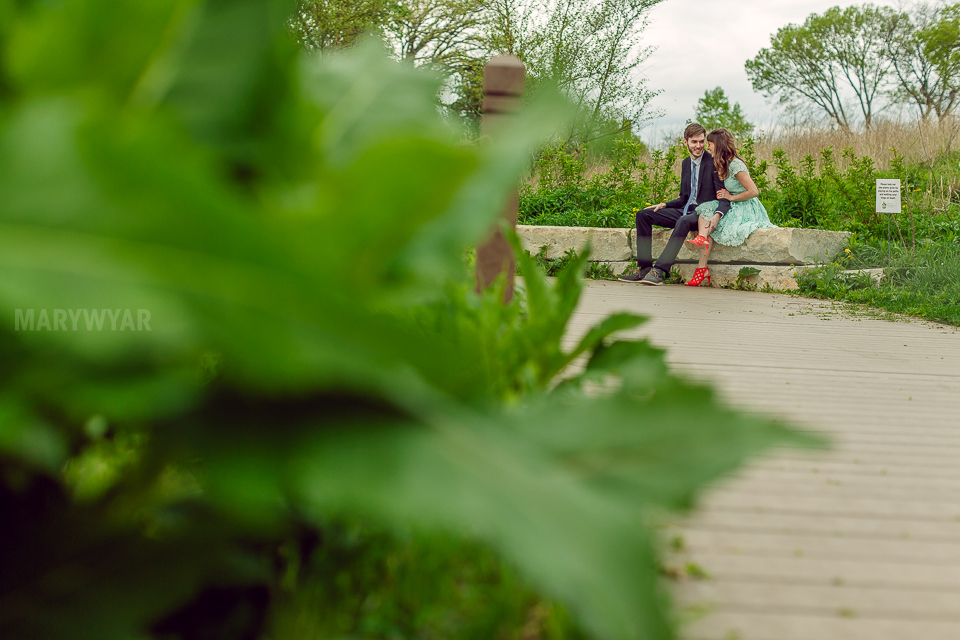 Chicago-Lincoln-Park-Zoo-Pond-Pavilion-Engagement-Photos-07