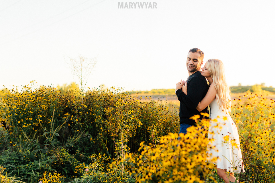Toledo-Golden-Hour-Engagement-Photos-015