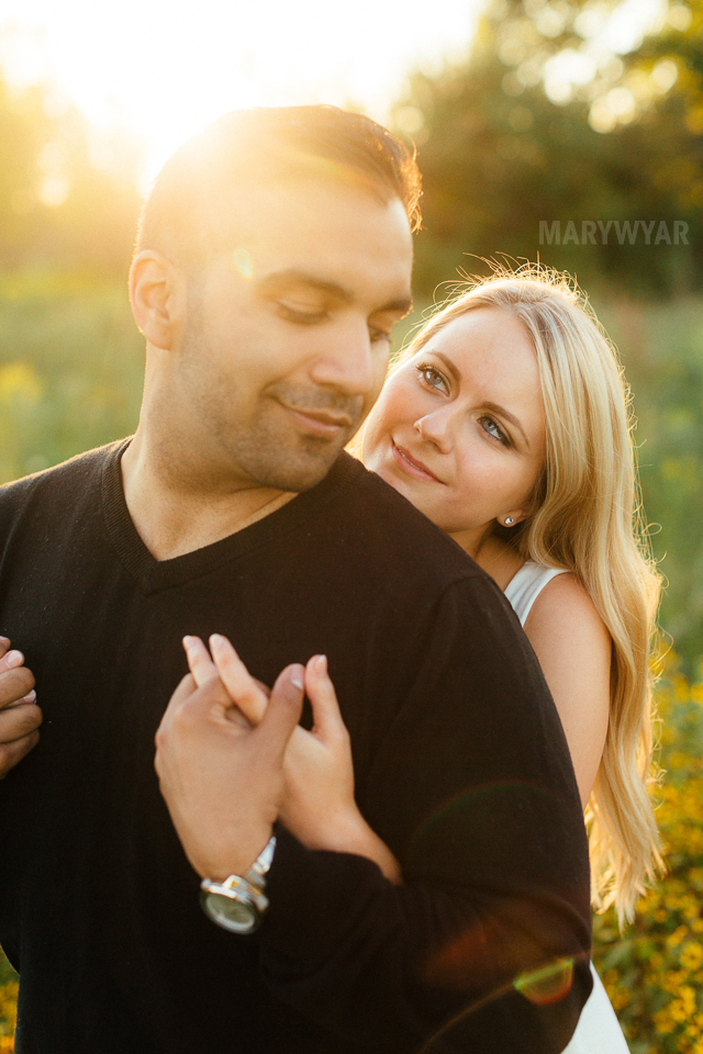 Toledo-Golden-Hour-Engagement-Photos-020