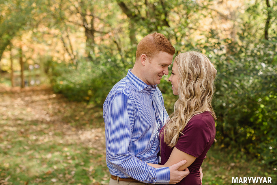 Toledo-fall-engagement-photos-sidecut-park-006