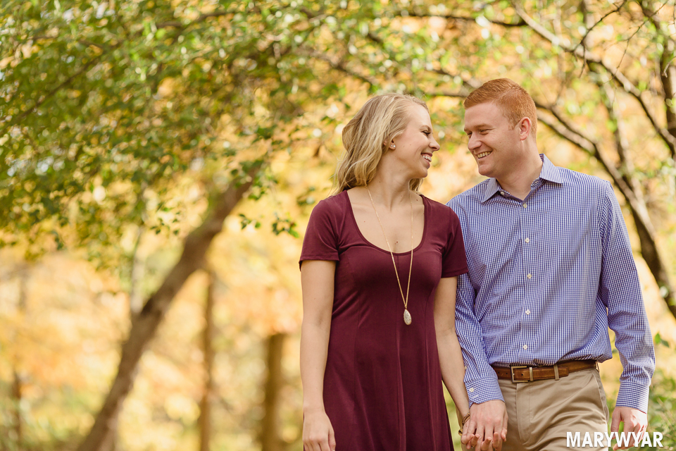 Toledo-fall-engagement-photos-sidecut-park-009
