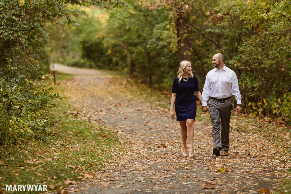 fall-toledo-engagement-photos-002