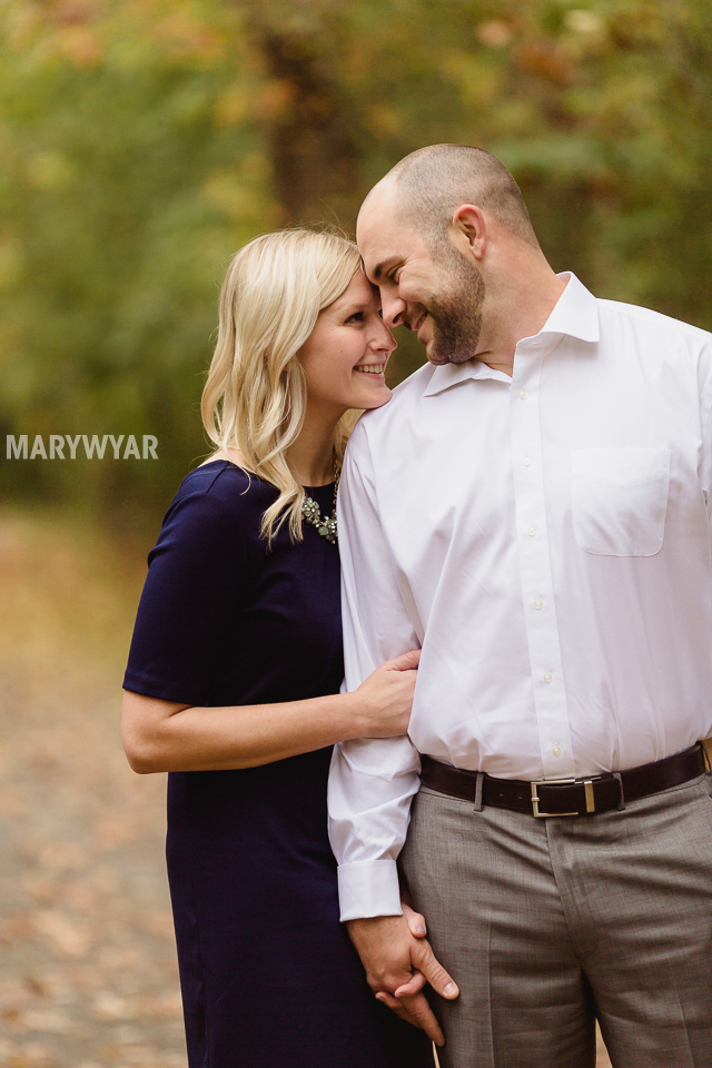 fall-toledo-engagement-photos-003