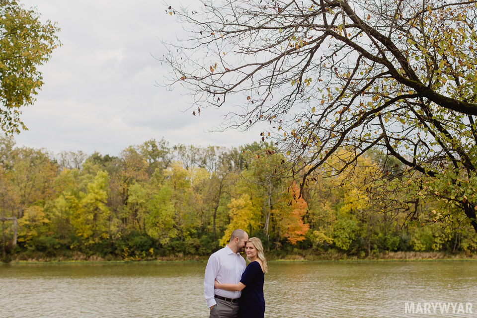 fall-toledo-engagement-photos-004