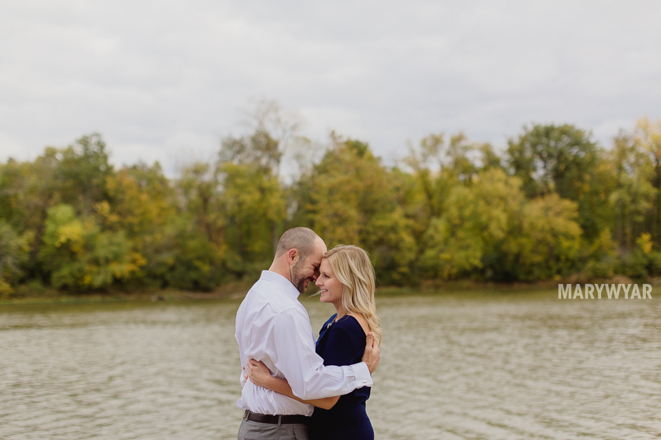 fall-toledo-engagement-photos-007