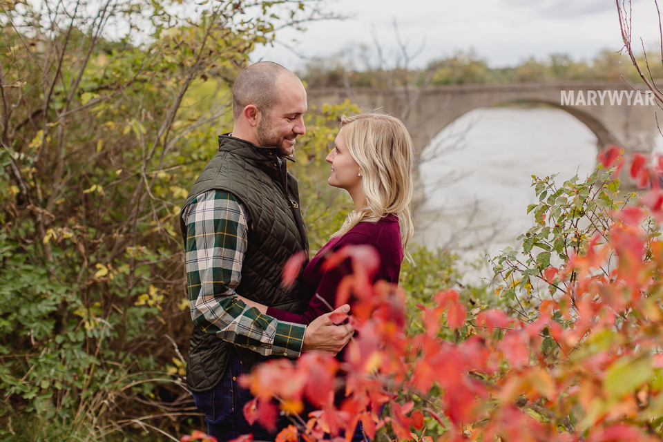 fall-toledo-engagement-photos-016