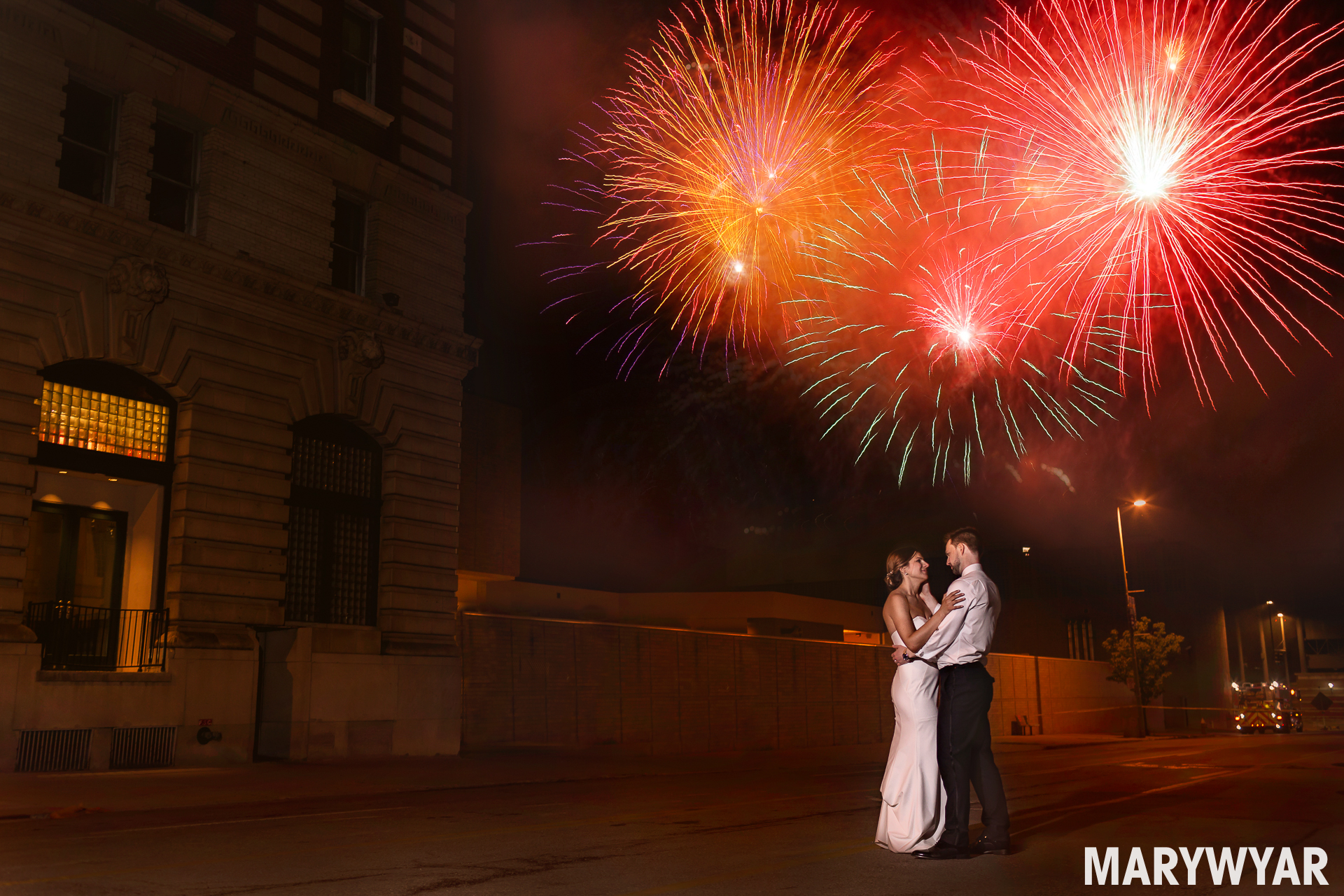 Modern Toledo Wedding Photographer Museum Registry Bistro