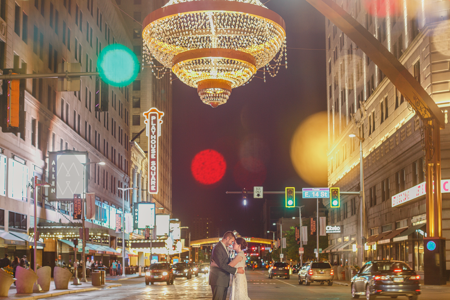 cleveland wedding photographer kirkbrides playhouse square chandelier